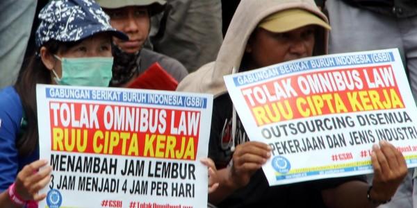 Demo Tolak RUU Cipta Kerja - Telusur